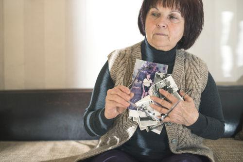 woman dementia alzheimers 500w 72dpi - Alzheimer's and Dementia Care
